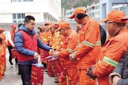 边锋携手温岭日报 寒冬中为环卫工人送上温暖礼物