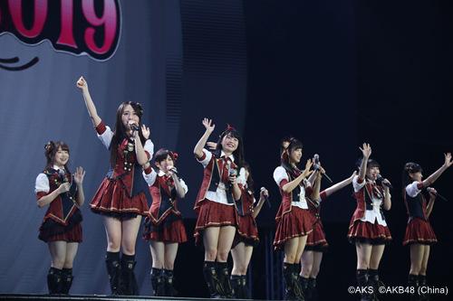 手机玩彩票那个软件好,《AKB48樱桃湾之夏》百变时装随心换 还原公式服
