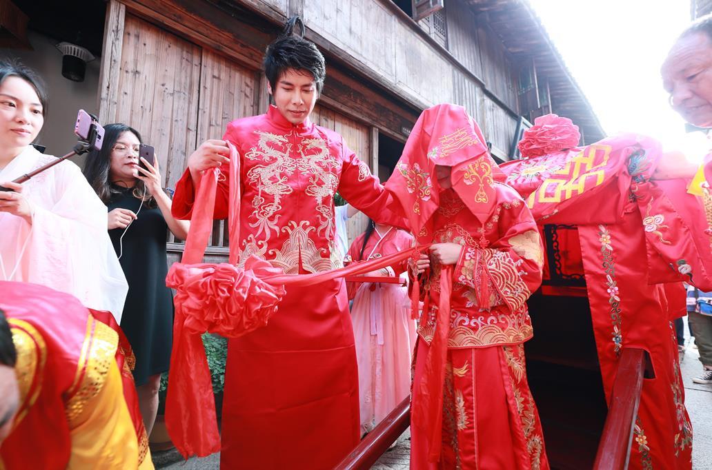 乌镇飘起漫天花雨 玩家婚礼点亮《征途2手游》全民狂欢季线下庆典